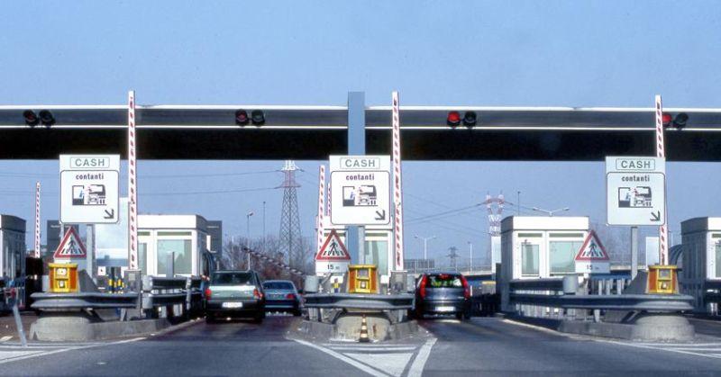 Non paga il pedaggio in autostrada per 79 volte: artigiano brianzolo assolto