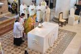 """Scola benedice il nuovo altare, e sull'accoglienza dice: """"Serve equilibrio"""""""