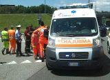 Camionista si ferma ad aiutare un collega, ma finisce in ospedale