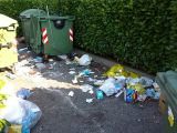 Raccolta rifiuti in via Adda, trionfa l'inciviltà