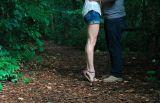 Abbraccia le vittime e le rapina: attenzione alla truffatrice