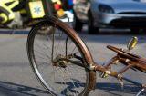 Auto contro bici in via Agrate, ferita una 59enne