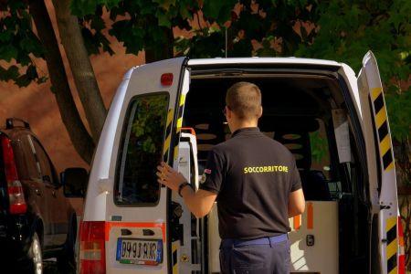 rescuer-1754324_1280.jpg