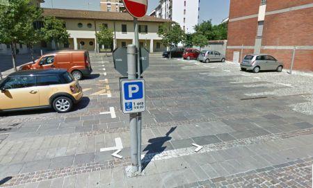 b_450_500_16777215_00_images_piazzacastello.jpeg