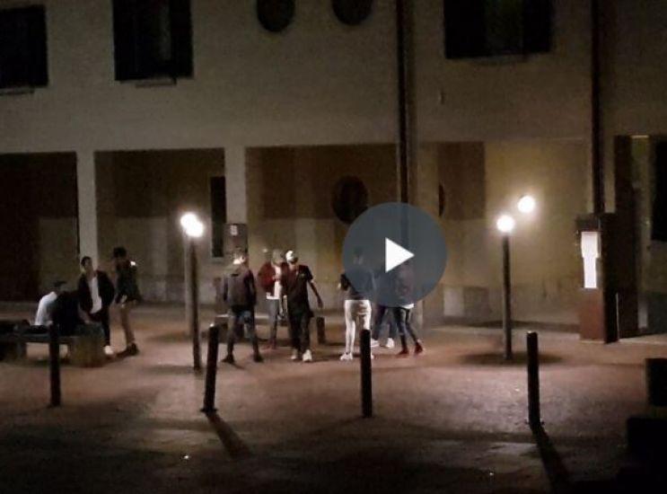 Discoteca in piazza: appello di Minerva per un incontro